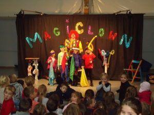 Tour de magie avec les enfants de premesques