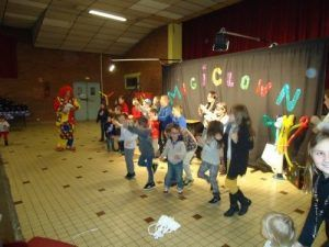 Tous les enfants avec les clowns