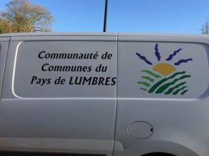 Le véhicule sur le parking Communauté de Communes du Pays de Lumbres