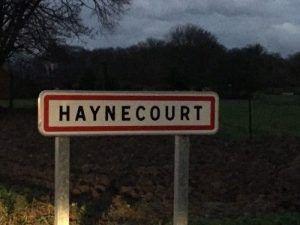 Entrée dans le village de Haynecourt à la nuit tombée