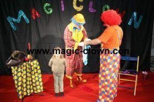 Participation des enfants aux spectacles de clowns pour une animation plus réussie...