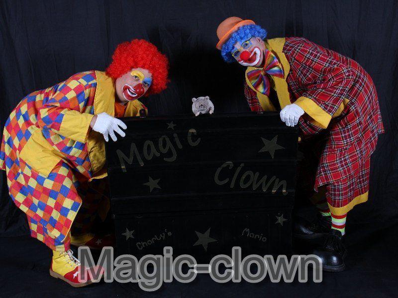 Et hop, Magie !Un clown sort de sa malle magique