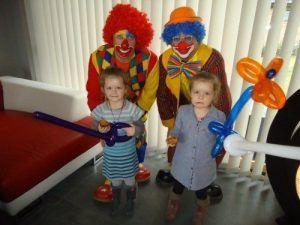 Manon et Angèle avec les magic clowns