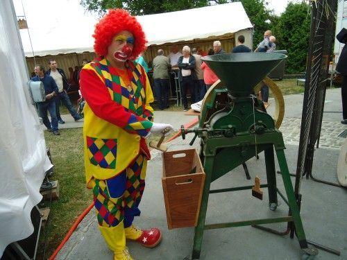 Charly's teste la machine à faire la farine