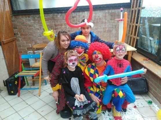 Photo de famille avec les clowns