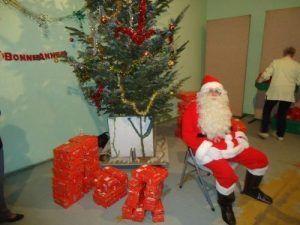 Le père Noël avant la distribution des cadeaux
