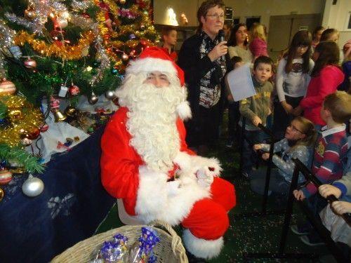 Le père Noël est installé à Saint omer capelle