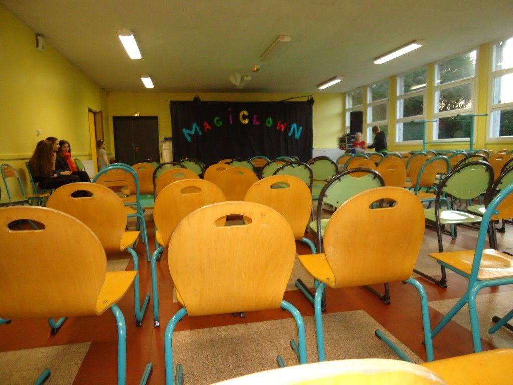 La cantine de l'ile aux enfants de ANZIN transformée en salle de spectacle est prête