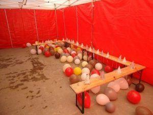 Les invités vont arriver pour le spectacle de clown