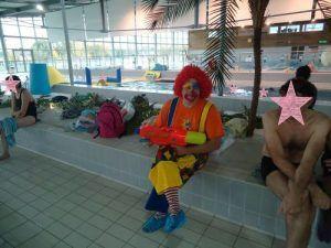 notre clown Charly's avec son pistolet à eau