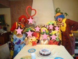 La photo de groupe avec les clowns
