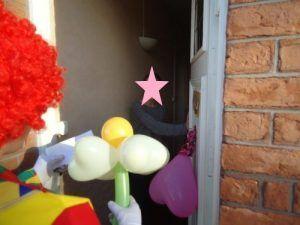 Ouverture de la porte par la maman de Camille.....et Surprise!!!
