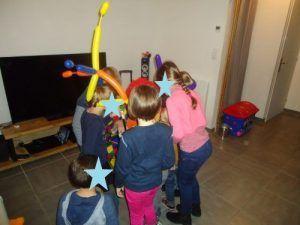 Les enfants à la chasse aux pièces