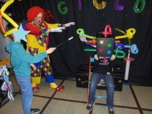 Karl et Christophe avec le numéro de la boite magique