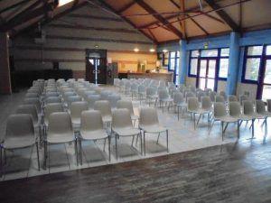 La salle est prête, le public va bientôt arrviver pour voir les clowns Charly's et Mario