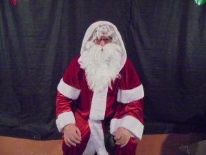 Le père Noël a fait la distribution de friandises après le spectacle de clown