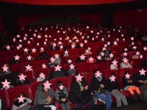 Le public est installé, le spectacle Magiclown va commencer...