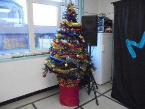 Le sapin de Noël dans la salle des fêtes de Westrehem