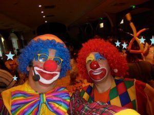 Les Magic Clowns au buffet pour le goûter