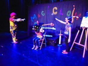 Un numéro exceptionnel pendant le spectacle MagiClown La boite magique
