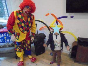 Elies, le petit magicien plein d'énergie avec le clown Charly's
