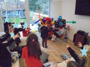 Lisa et Elies dans le numéro de la boite magique avec les clowns Mario et Charly's