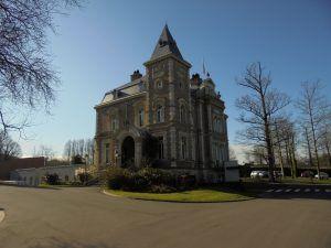 La très jolie mairie de Longuenesse
