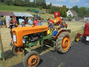 Le fermier Charly's sur son tracteur