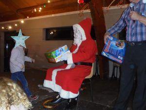 Distribution des cadeaux par le père Noël