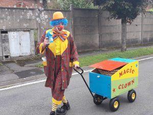mario le clown fait des bulles